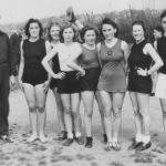 1936: Handball-Frauenmannschaft: v.l. Trainer Willi Bott, Martha Vogt, Irene Burst, Trudel Maisch, Edith Vogt, Roswitha Bär, Hildegard Vogt, 'Horne'
