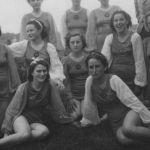 1938: Schauturnen in Rüppurr: 3.R.v.l. NN, Hilde Reick, Lisbeth Korn, 2.R.v.l. Gunhild Bär, Irmgard Markstahler, Helene Haag, Martha Vogt, Liesel Koblenz, 1.R.v.l. Ilse Kieger, Roswitha Bär