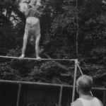 1953: Herbert Flemmig als 40-Jähriger am Hochreck mit Kammgriff-Riesenfelge