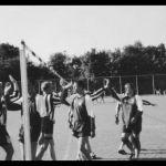 1997: Faustballer beim Abklatsch
